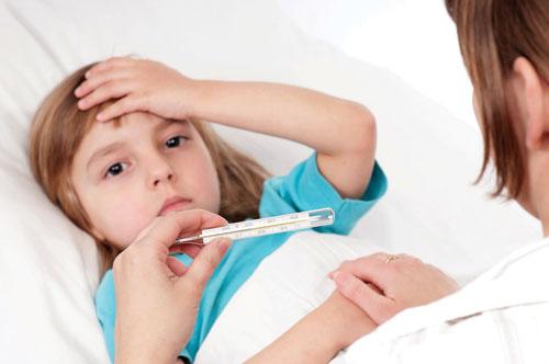 چطور تب فرزندم را بدون دارو پایین بیاورم؟