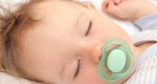 آیا شب ها پستانک برای کودکان ضرر دارد؟