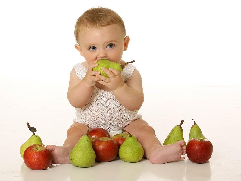 شروع تغذیه نوزادان از میوه