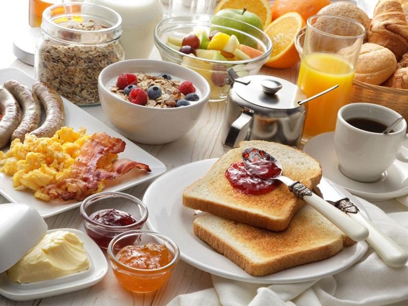 صبحانه خوردن
