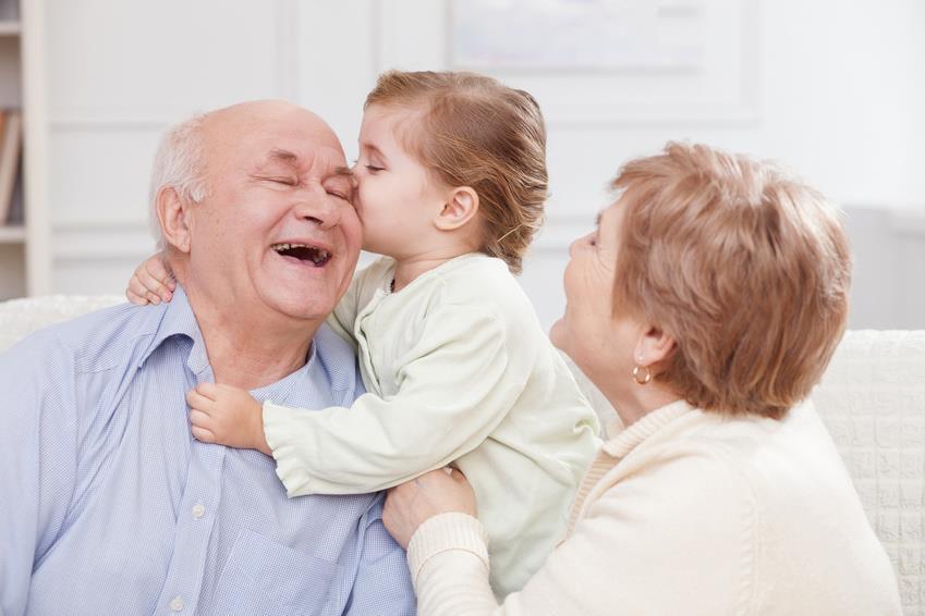 مزایا و معایب نوه داری سالمندان