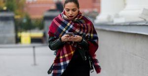 how-set-scarf-with-style